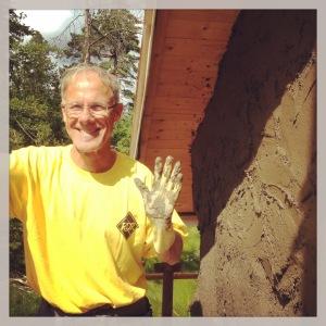 Workshopsdeltagaren Anders i matchande gult